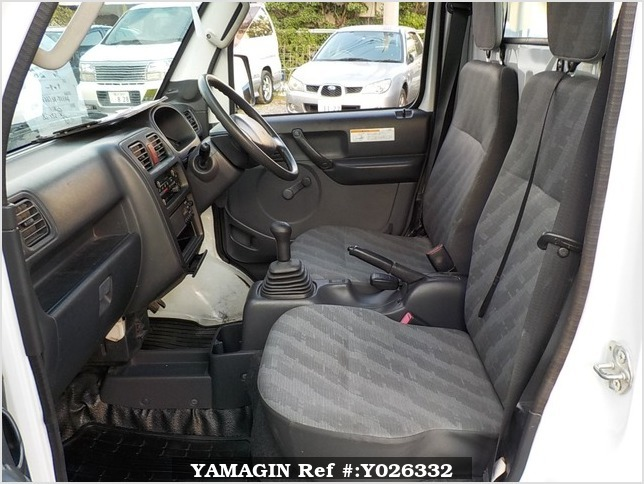 It is a picture of the white suzuki carry dump in 2013,Sub Photo 10 Stock No.Y026332
