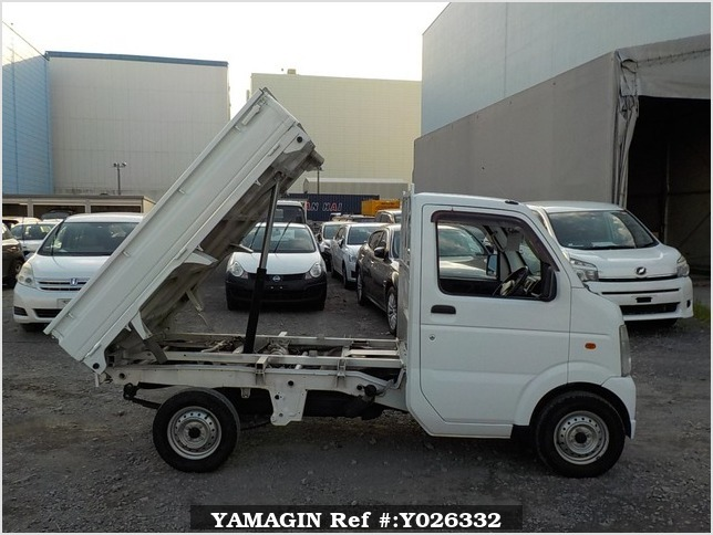 It is a picture of the white suzuki carry dump in 2013,Sub Photo 0 Stock No.Y026332