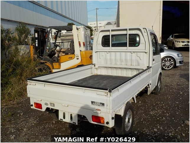 It is a picture of the white suzuki carry truck in 2003,Sub Photo 2 Stock No.Y026429