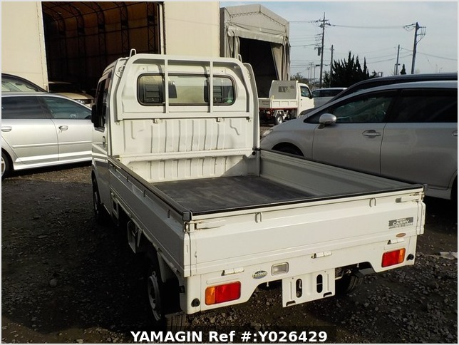 It is a picture of the white suzuki carry truck in 2003,Sub Photo 3 Stock No.Y026429