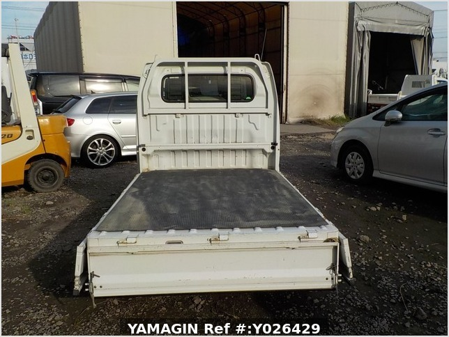 It is a picture of the white suzuki carry truck in 2003,Sub Photo 4 Stock No.Y026429