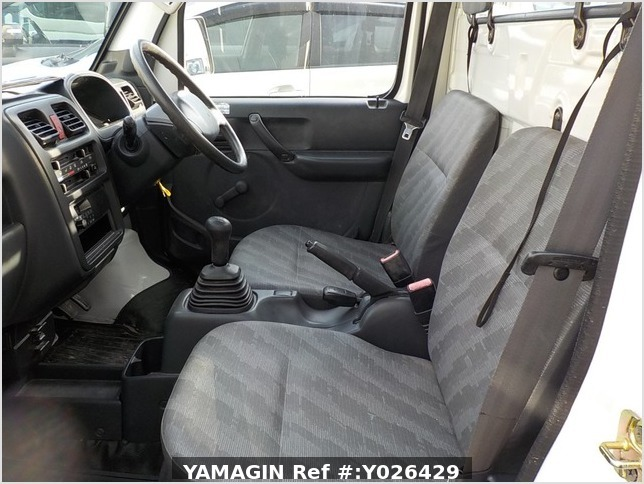 It is a picture of the white suzuki carry truck in 2003,Sub Photo 6 Stock No.Y026429