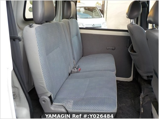 It is a picture of the white daihatsu hijet  deck van in 2004,Sub Photo 7 Stock No.Y026484