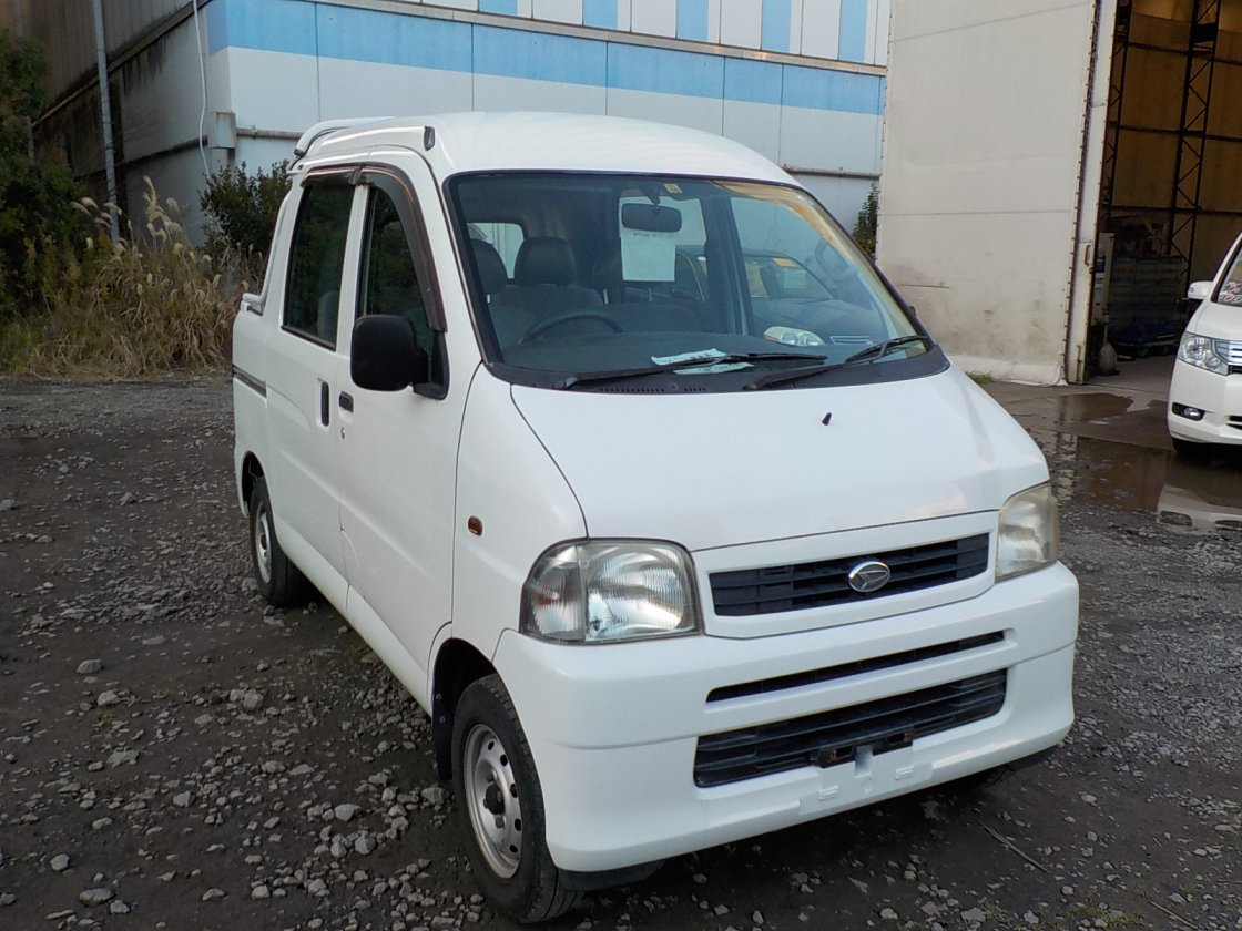 It is a picture of the white daihatsu hijet  deck van in 2004,First Photo Stock No.Y026484