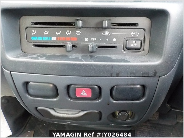 It is a picture of the white daihatsu hijet  deck van in 2004,Sub Photo 11 Stock No.Y026484