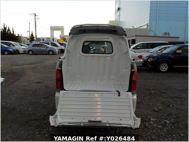 It is a picture of the white daihatsu hijet  deck van in 2004,Sub Photo 4 Stock No.Y026484