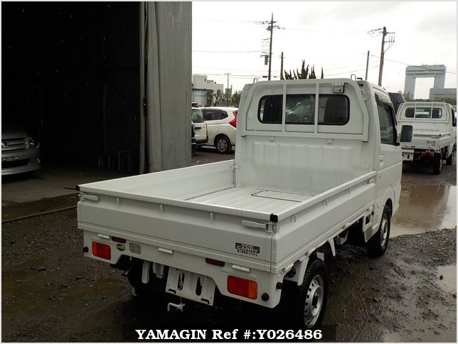 It is a picture of the white suzuki carry truck in 2018,Sub Photo 2 Stock No.Y026486