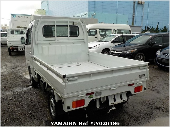 It is a picture of the white suzuki carry truck in 2018,Sub Photo 3 Stock No.Y026486
