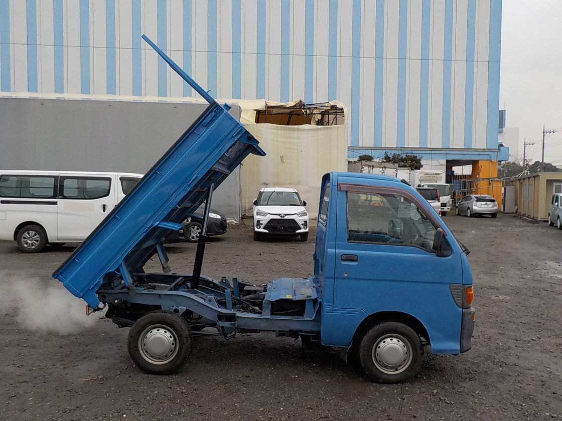 It is a picture of the blue daihatsu hijet dump in 1998,First Photo Stock No.Y027369