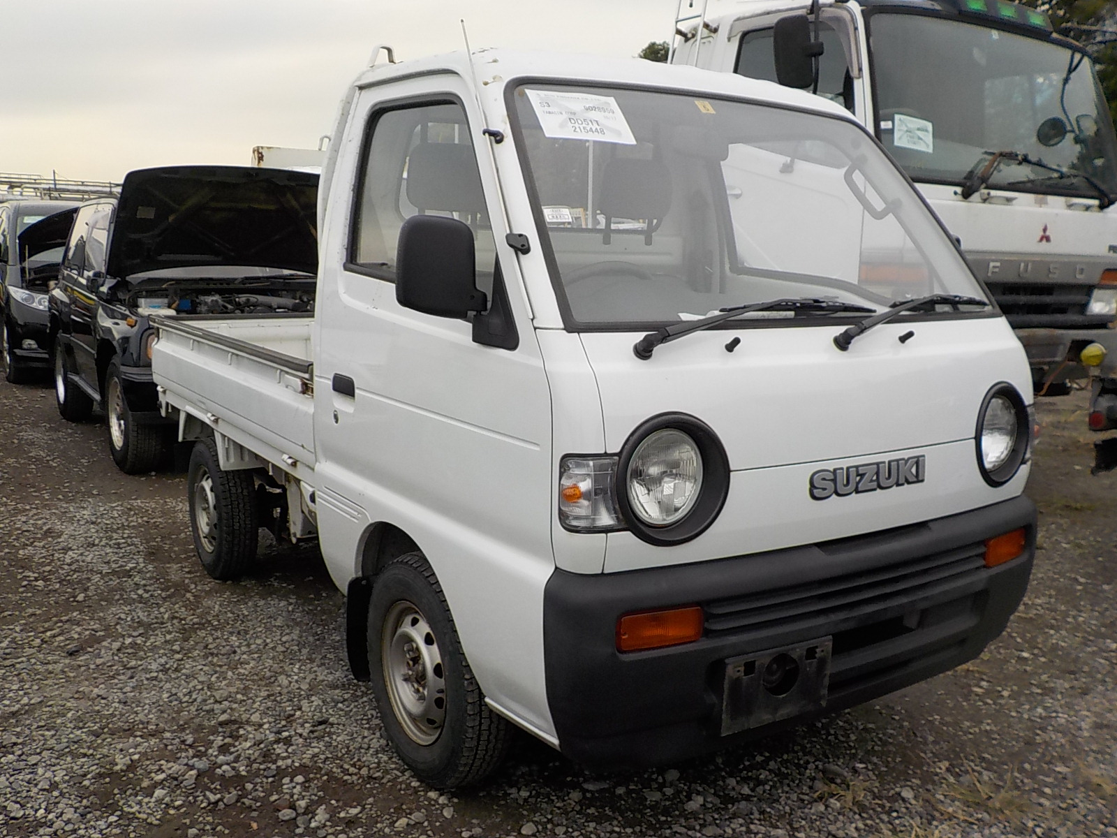 It is a picture of the white suzuki carry  truck in 1993,First Photo Stock No.Y027370
