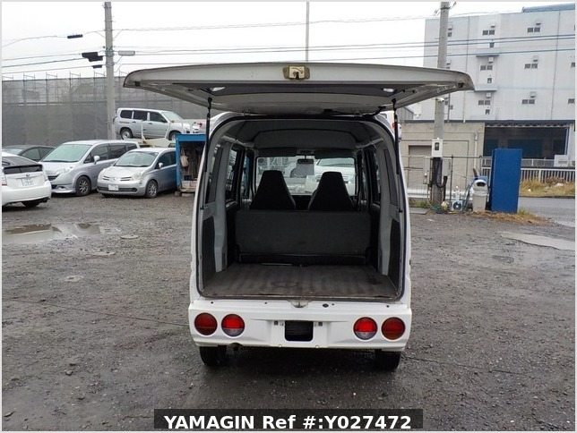 It is a picture of the white mitsubishi minicab passenger van in 2001,Sub Photo 4 Stock No.Y027472