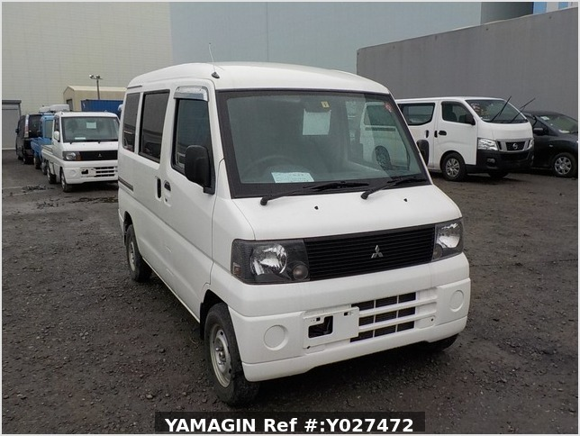 It is a picture of the white mitsubishi minicab passenger van in 2001,Sub Photo 0 Stock No.Y027472