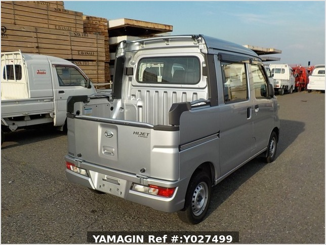 It is a picture of the silver daihatsu hijet deck van in 2018,Sub Photo 2 Stock No.Y027499