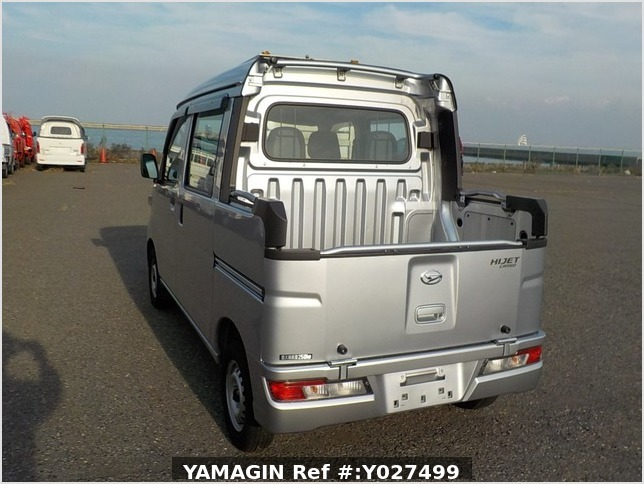 It is a picture of the silver daihatsu hijet deck van in 2018,Sub Photo 3 Stock No.Y027499