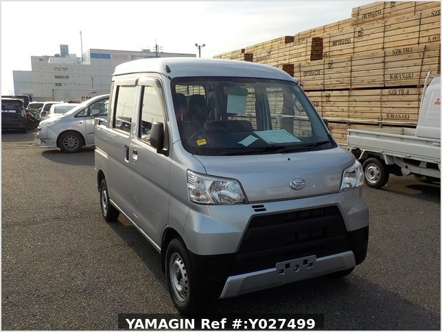 It is a picture of the silver daihatsu hijet deck van in 2018,Sub Photo 0 Stock No.Y027499