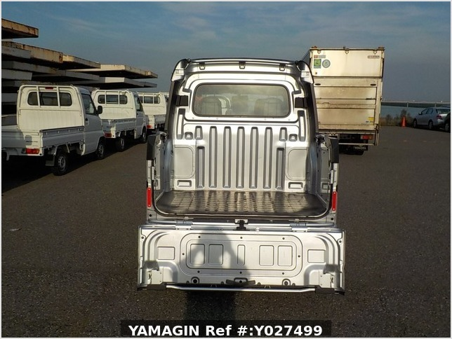It is a picture of the silver daihatsu hijet deck van in 2018,Sub Photo 4 Stock No.Y027499