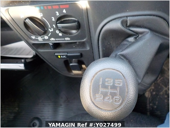 It is a picture of the silver daihatsu hijet deck van in 2018,Sub Photo 5 Stock No.Y027499