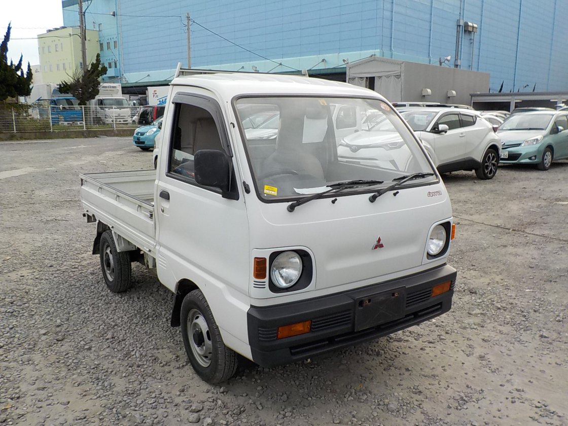 It is a picture of the white mitsubishi minicab truck in 1993,First Photo Stock No.Y027689