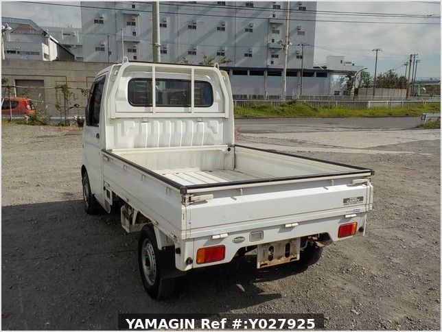 It is a picture of the white suzuki carry truck in 2002,Sub Photo 3 Stock No.Y027925