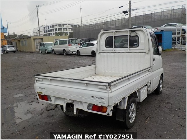 It is a picture of the white mitsubishi minicab truck in 2004,Sub Photo 2 Stock No.Y027951
