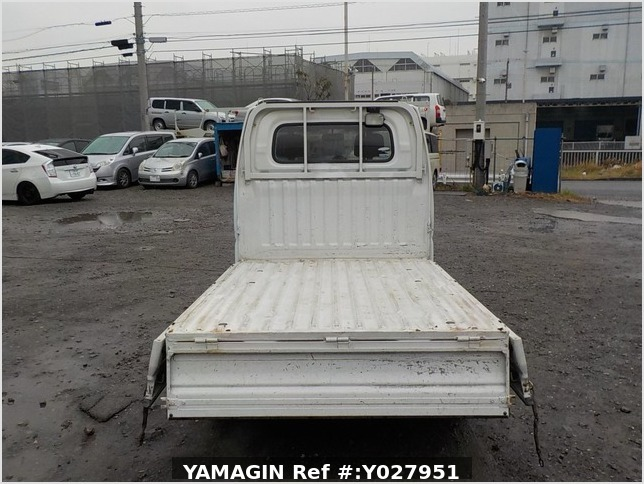 It is a picture of the white mitsubishi minicab truck in 2004,Sub Photo 4 Stock No.Y027951