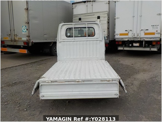 It is a picture of the white mitsubishi minicab truck in 2002,Sub Photo 4 Stock No.Y028113