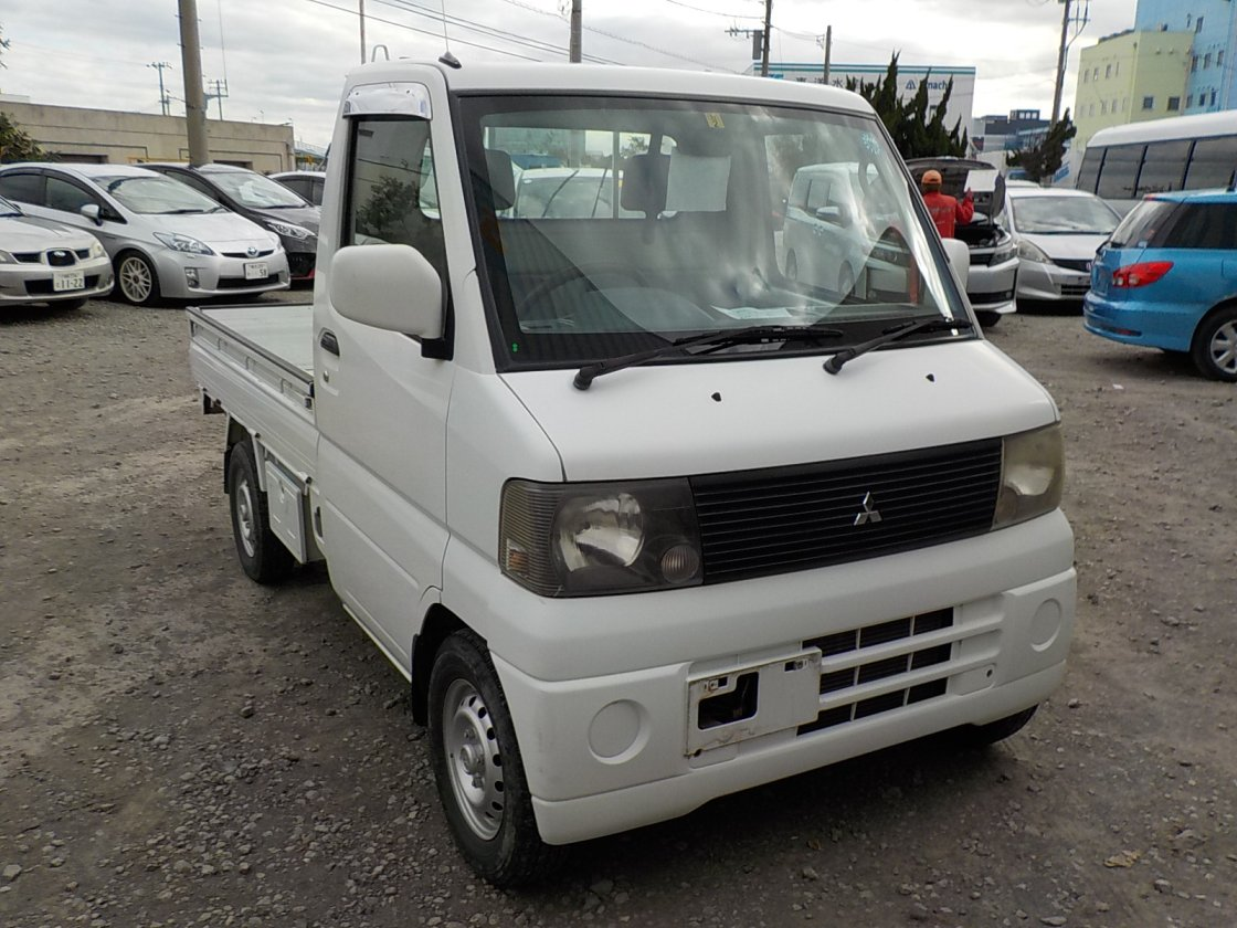 It is a picture of the white mitsubishi minicab truck in 2002,First Photo Stock No.Y028113
