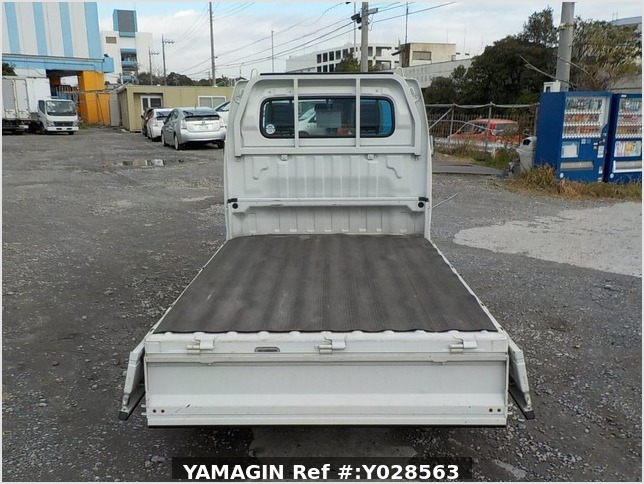 It is a picture of the white suzuki carry truck in 2007,Sub Photo 4 Stock No.Y028563