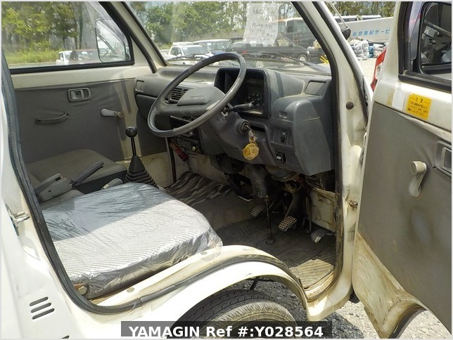 It is a picture of the white daihatsu hijet  dump in 1992,Sub Photo 20 Stock No.Y028564