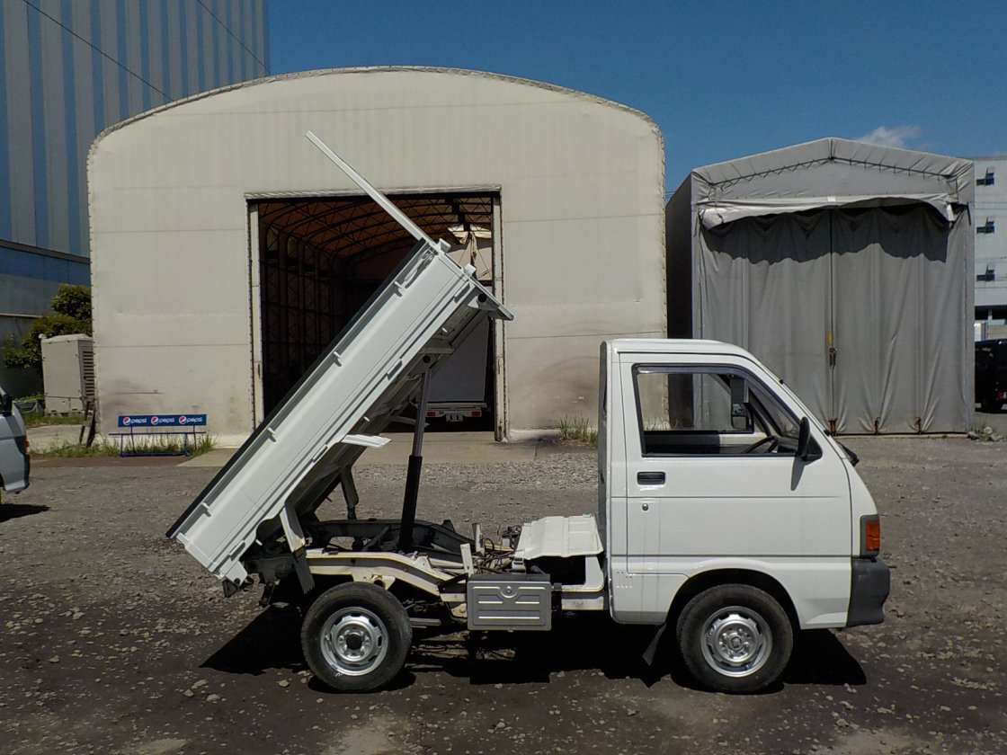 It is a picture of the white daihatsu hijet  dump in 1992,First Photo Stock No.Y028564