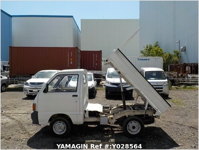 It is a picture of the white daihatsu hijet  dump in 1992,Sub Photo 13 Stock No.Y028564