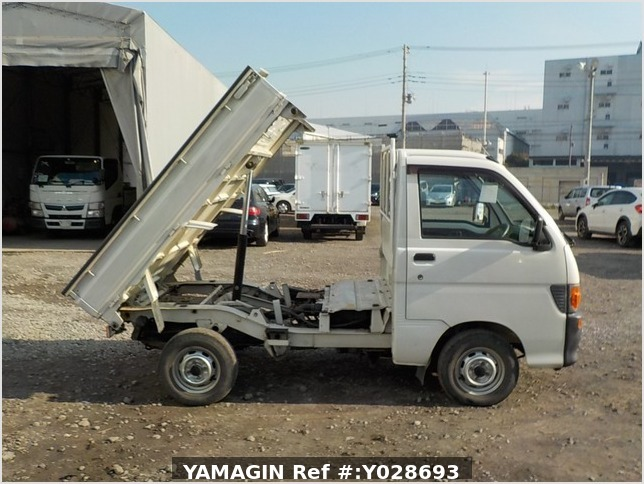 It is a picture of the white daihatsu hijet dump in 1997,Sub Photo 0 Stock No.Y028693