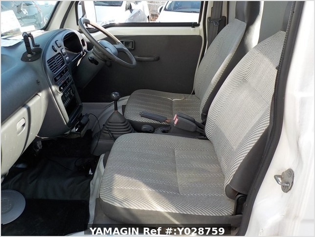 It is a picture of the white daihatsu hijet  jumbo in 1997,Sub Photo 6 Stock No.Y028759