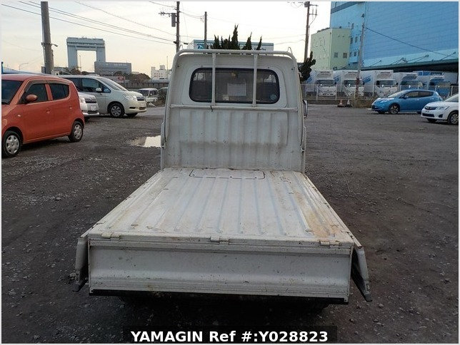 It is a picture of the white daihatsu hijet truck in 1995,Sub Photo 4 Stock No.Y028823
