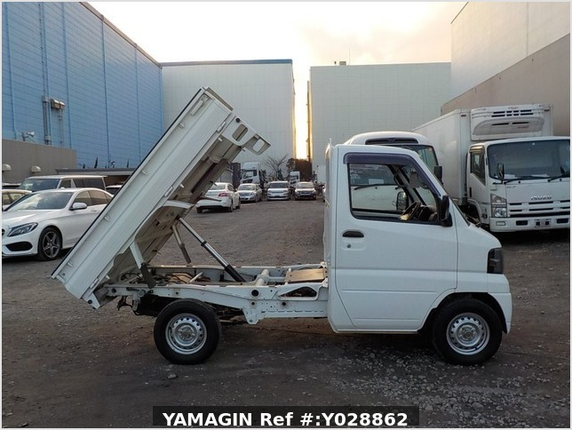 It is a picture of the white mitsubishi minicab truck dump in 2011,Sub Photo 0 Stock No.Y028862