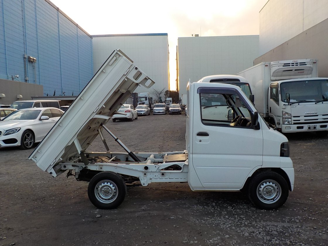 It is a picture of the white mitsubishi minicab truck dump in 2011,First Photo Stock No.Y028862
