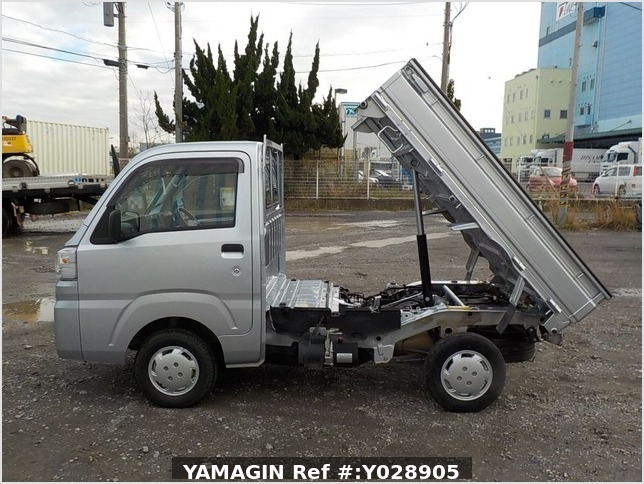 It is a picture of the silver daihatsu hijet dump in 2017,Sub Photo 6 Stock No.Y028905