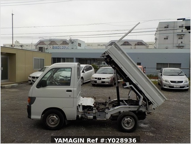 It is a picture of the white daihatsu hijet scissors dump in 1996,Sub Photo 7 Stock No.Y028936