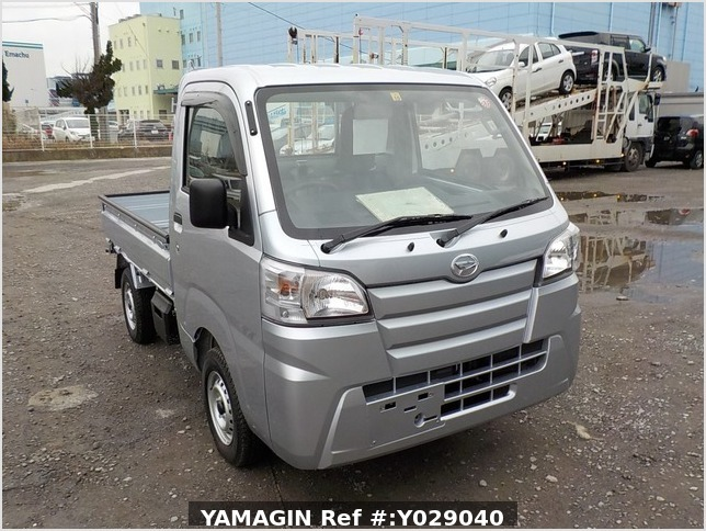 It is a picture of the silver daihatsu hijet dump in 2019,Sub Photo 1 Stock No.Y029040