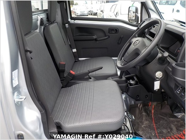 It is a picture of the silver daihatsu hijet dump in 2019,Sub Photo 13 Stock No.Y029040