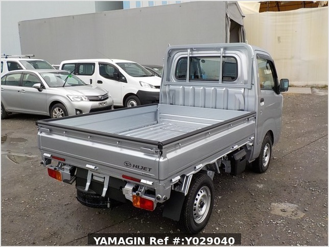 It is a picture of the silver daihatsu hijet dump in 2019,Sub Photo 3 Stock No.Y029040