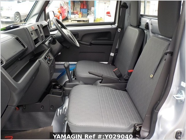 It is a picture of the silver daihatsu hijet dump in 2019,Sub Photo 14 Stock No.Y029040
