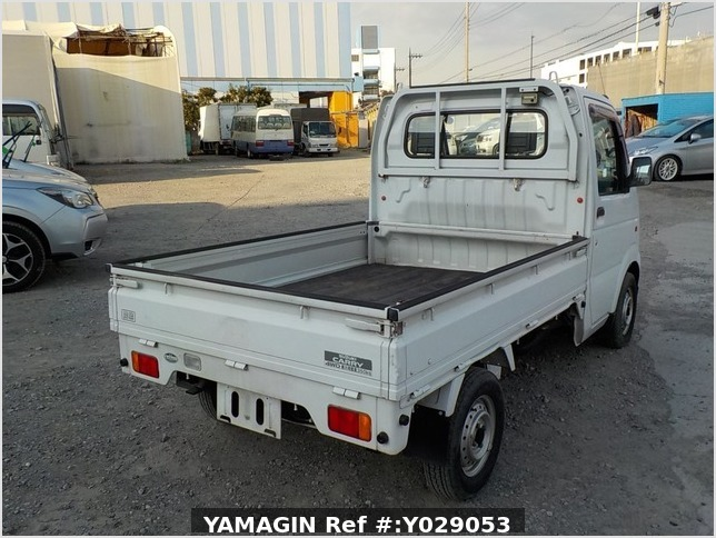It is a picture of the white suzuki carry truck in 2002,Sub Photo 2 Stock No.Y029053
