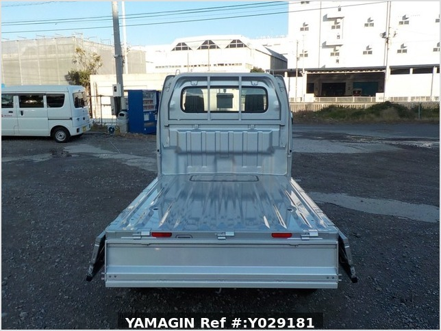 It is a picture of the silver suzuki carry  truck in 2019,Sub Photo 6 Stock No.Y029181