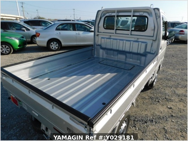 It is a picture of the silver suzuki carry  truck in 2019,Sub Photo 4 Stock No.Y029181
