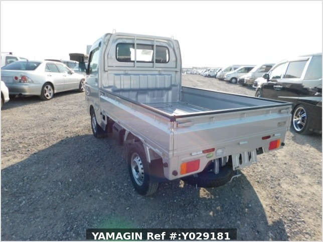 It is a picture of the silver suzuki carry truck truck in 2019,Sub Photo 3 Stock No.Y029181