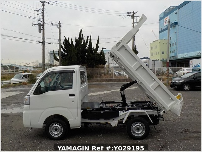It is a picture of the white daihatsu hijet dump in 2019,Sub Photo 5 Stock No.Y029195