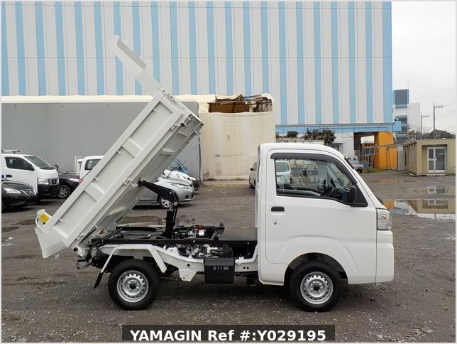 It is a picture of the white daihatsu hijet dump in 2019,Sub Photo 0 Stock No.Y029195