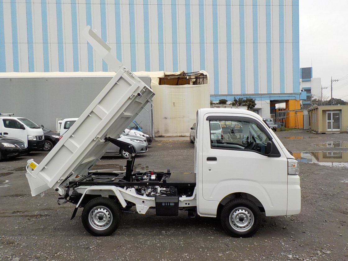 It is a picture of the white daihatsu hijet dump in 2019,First Photo Stock No.Y029195