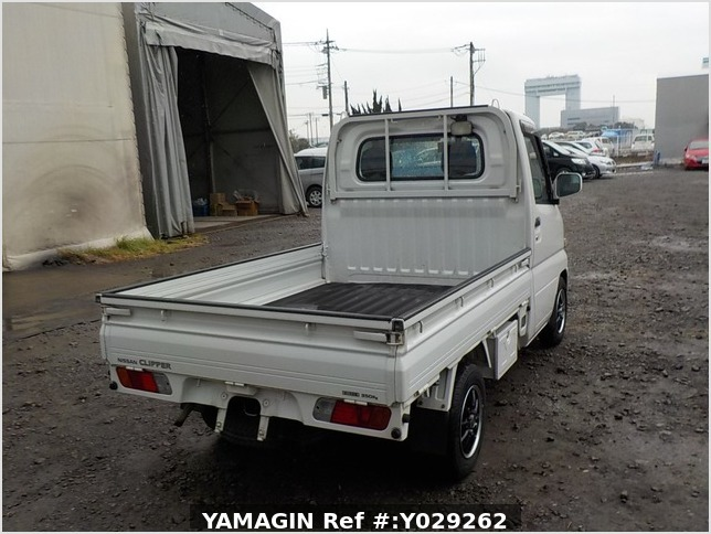 It is a picture of the white nissan clipper truck in 2004,Sub Photo 2 Stock No.Y029262